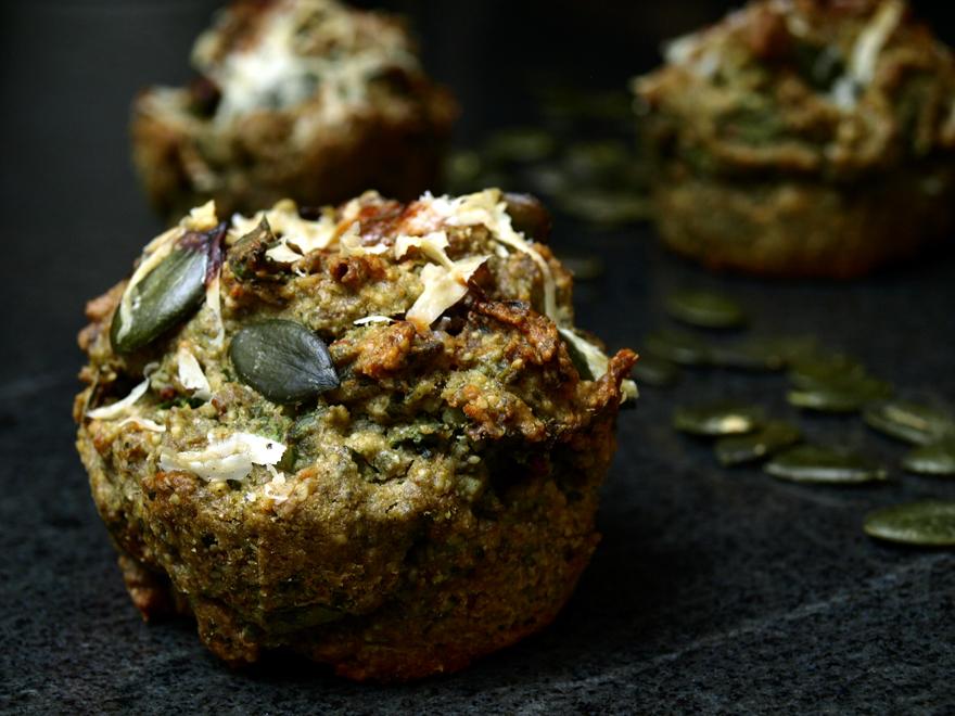 Muffins salés sans gluten graines de courge et chou frisé kale