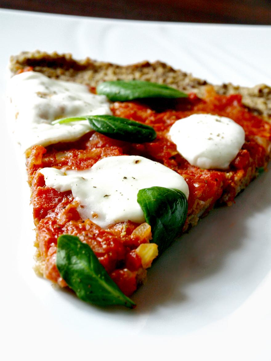 Part de pizza sans gluten à la napolitaine