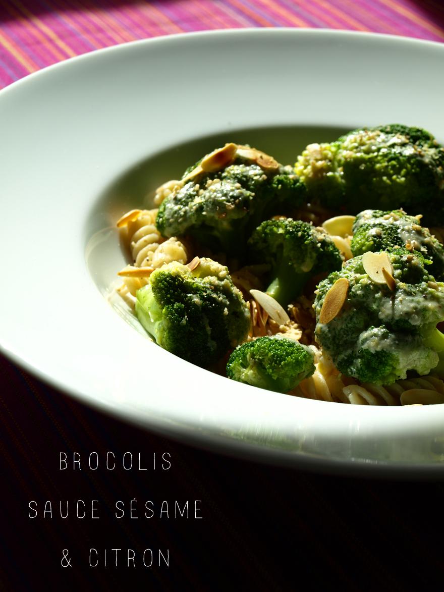 Brocolis cuits vapeur, sauce tahini-citron