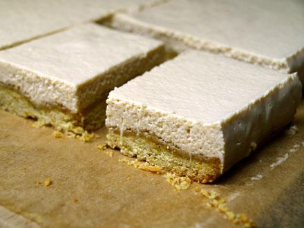 Carré au citron et chocolat blanc sur sablé pistache sans gluten