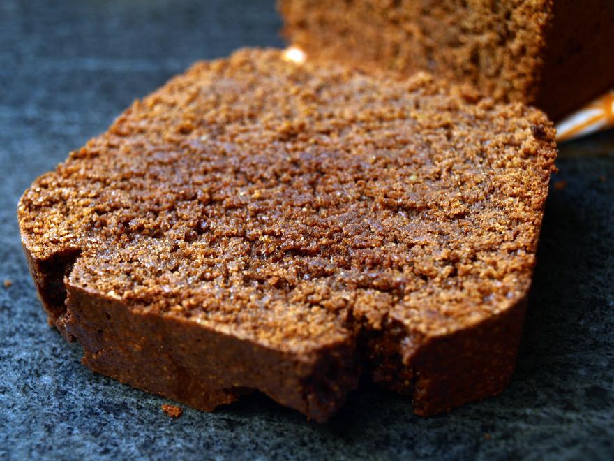 Tranche de cake au chocolat sans gluten