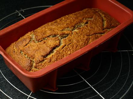 Cake sans gluten à la banane, à la sortie du four