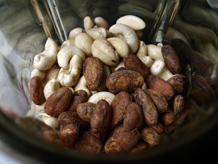 Noix de cajou et fèves de cacao