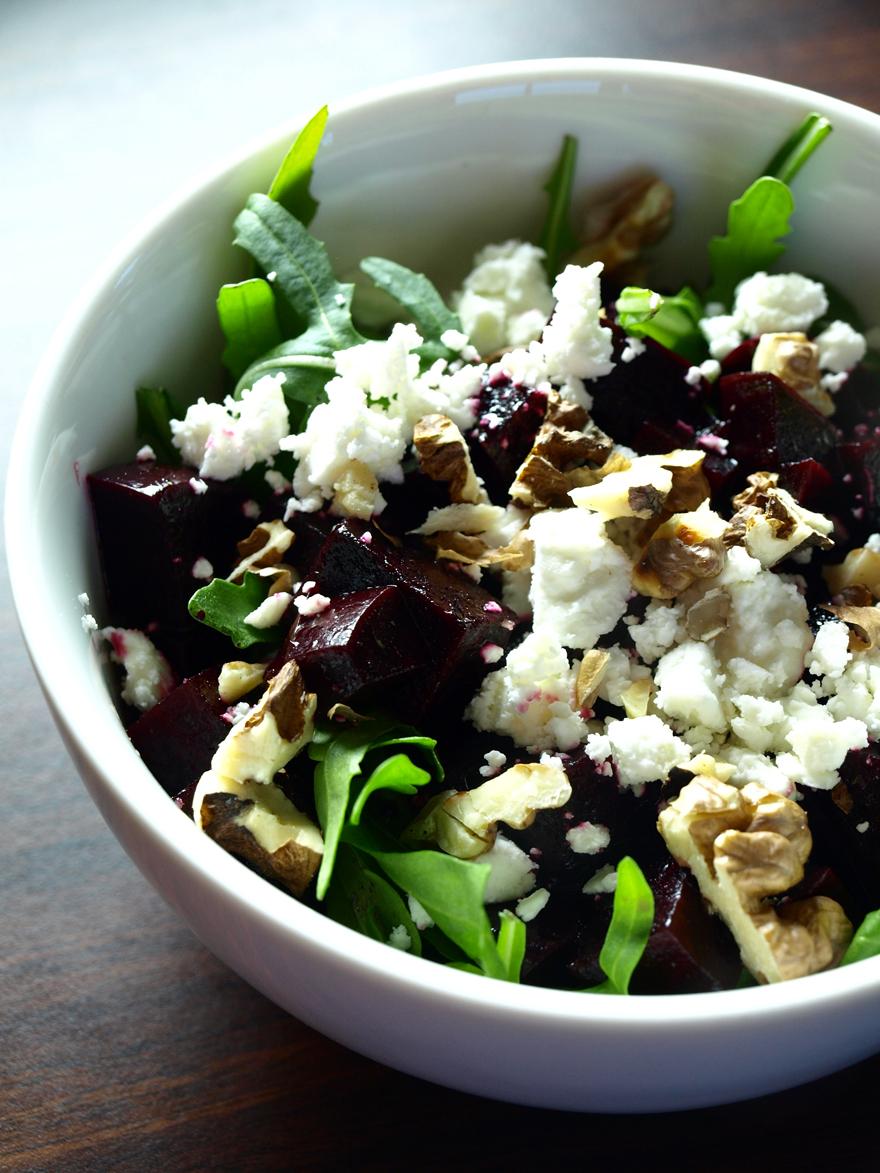Salade de betterave à la feta et aux noix