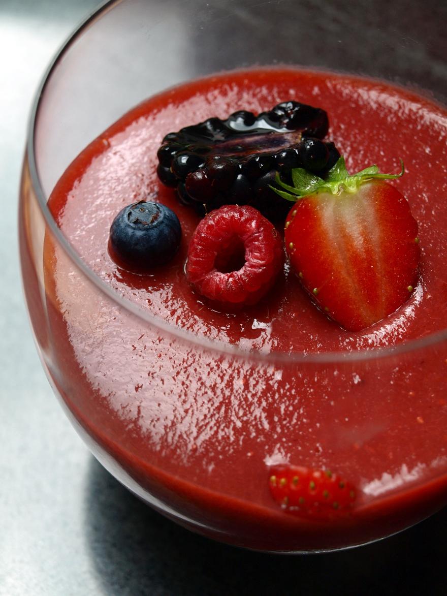 Verrine fraise mousse vegan au beurre de cacao et noix de cajou