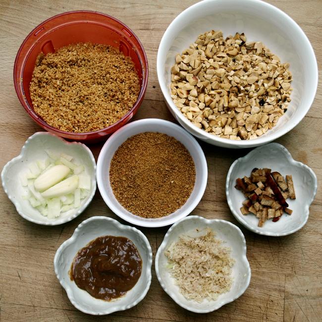 """Ingrédients de la sauce """"satay"""" aux cacahuètes"""