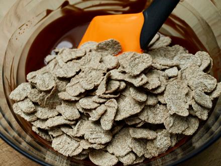 Mélange pétales de sarrasin et chocolat noir fondu