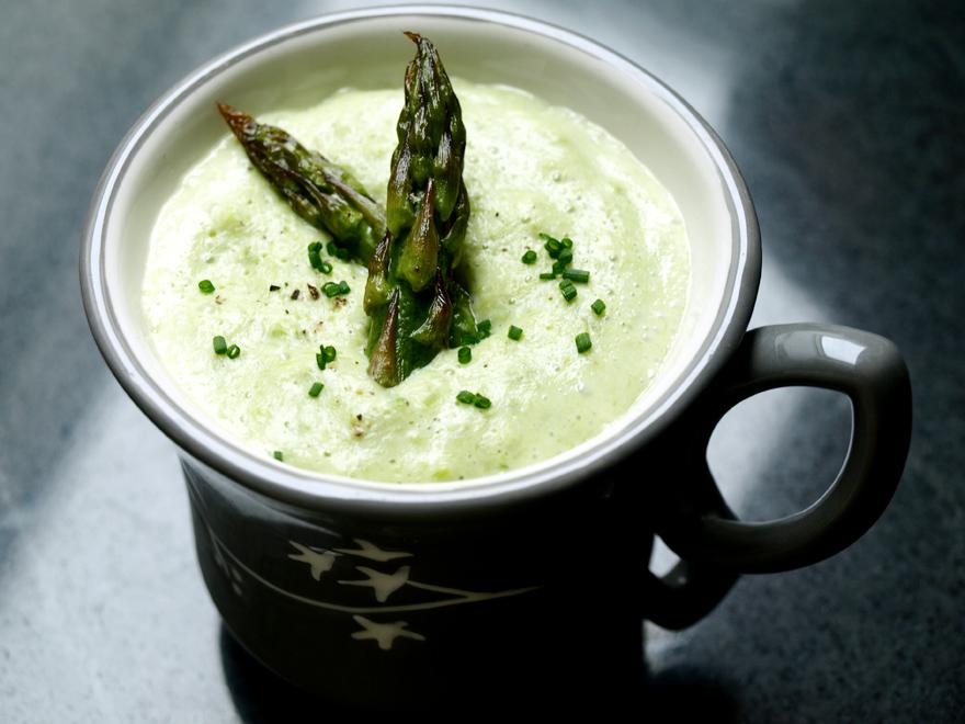 Velouté d'asperges vertes à la crème d'amande
