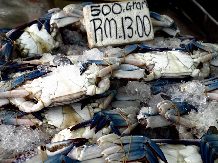 Crabes bleus du marché de Chow Kit