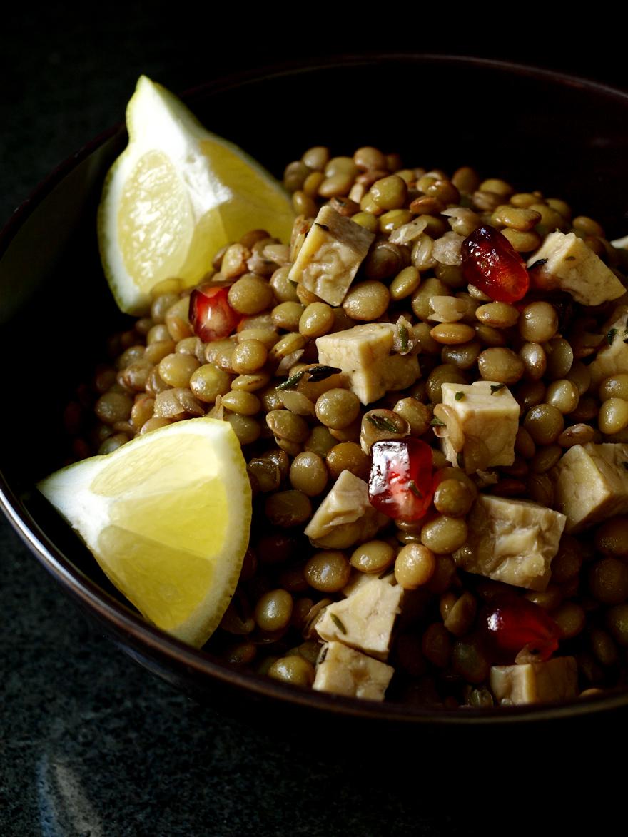 Salade de lentilles au tempeh et à la grenade