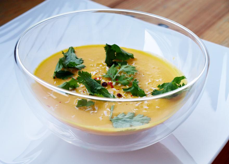 Soupe glacée aux carottes et lait de coco
