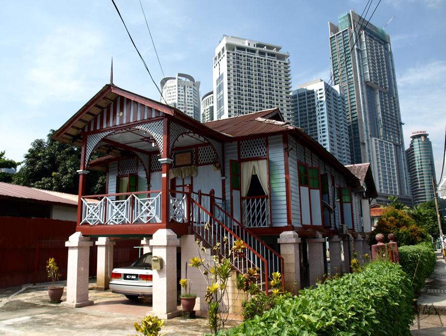 Maison malaise traditionnelle dans le quartier de Kampung Baru à Kuala Lumpur