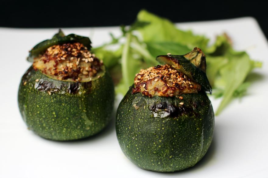 courgettes rondes farcies au quinoa sans gluten vegan cookismo recettes saines faciles. Black Bedroom Furniture Sets. Home Design Ideas