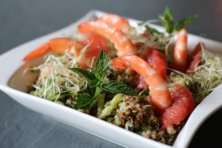 Salade de quinoa aux crevettes et pampleomousse