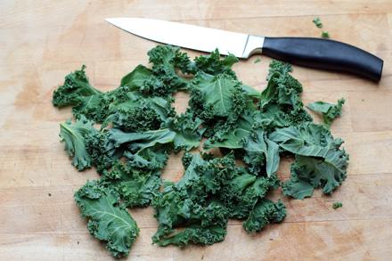 Préparation des chips de chou kale