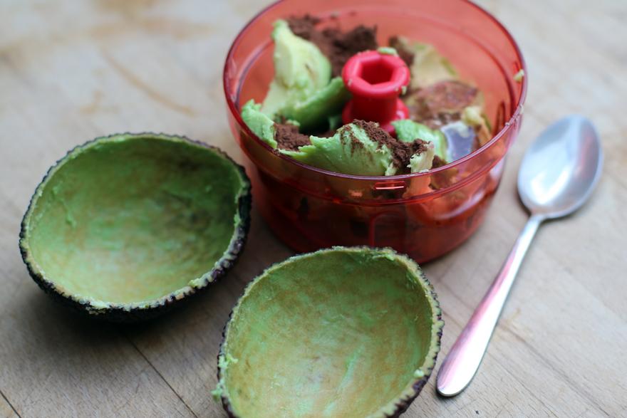 Préparation de la mousse au chocolat végétale