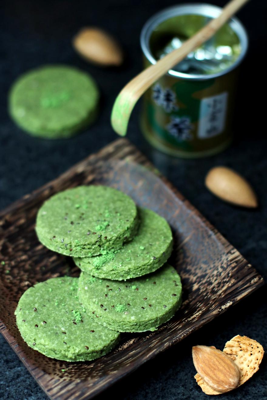 Biscrus amande, matcha et chia - Raw almond, matcha, chia cookies