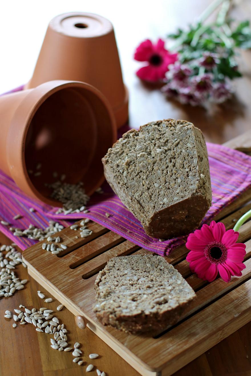 Pain sans gluten maison aux céréales (cuisson en pot de fleur)
